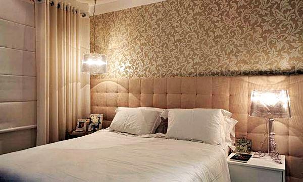 Outra beleza de quarto onde o barulho não se expande mesmo: Cortina, persiana, acolchoados e papel de parede.